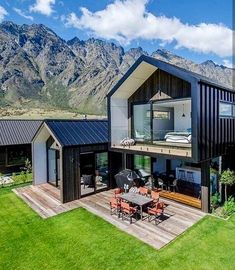 Looking for how to renovate shipping container into house, Shop, Garage or Workshop? Here are extensive shipping Container Houses Ideas for you! shipping container homes Modern Barn House, Modern House Design, Dream House Exterior, Facade House, Exterior Design, Modern Architecture, Future House, Building A House, Building Design