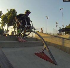 """Paraplégico usando sua cadeira de rodas como um """"skate"""" Vejam as manobras incríveis no vídeo ~ PcD On-Line"""