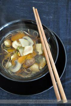 Due bionde in cucina: Zuppa di pollo con soba noodles in stile orientale