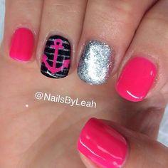 Girly summer anchor nail art.