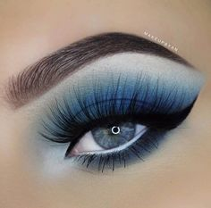True Blue from @makeupbyan using the 35B Palette. The level of perfection is so sickening. She's a #MorpheBabe for sure