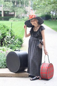 Advanced Style This is what aging should be about! Love her style. Mode Ab 50, Old Folks, Aged To Perfection, Advanced Style, Young At Heart, Ageless Beauty, Aging Gracefully, Old Women, Look Fashion