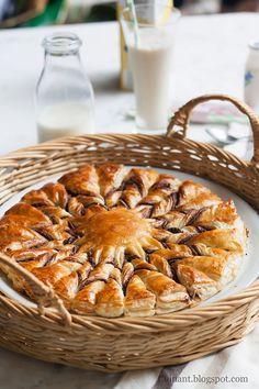 estrella de hojaldre y nutella http://cuinant.blogspot.com.es/2015/05/estrella-de-hojaldre-y-nutella.html