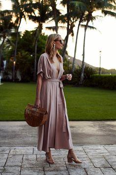Η τσάντα που κρατάνε όλα τα fashion icons της Ρίας Καραθανάση | μοδα , news & super trends | ELLE