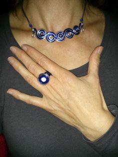 Parure Collier Spirales et Bague Perle Magique fil aluminium argent et bleu marine
