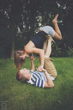 Such a cute pose for teen couples!
