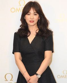 Korean Beauty Standards, Medium Straight Haircut, Straight Eyebrows, Short Girl Fashion, Song Hye Kyo, Asian Hair, Vintage Glamour, Beautiful Asian Girls, Beautiful Actresses