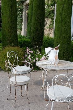 summer in provence http://vickiarcher.com/2015/07/summer-in-st-remy/