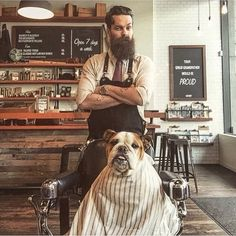 Parceria é isso! A gente divide até o barbeiro! ☎️3518-1859 / 3518-1869 ✂️ #barbeariadoze #barbershop #barbershopconnect #haircut #barba #cabelo #bigode #classicshave #shave #razor #straightrazor #razors #vintage #mustache #moustache #barberlife #barberlifestyle #beard #menstyle #barber #errejota #riodejaneiro #RJ #meier #barbearia #méier #antiques #barberchair #barbertools #oldschool