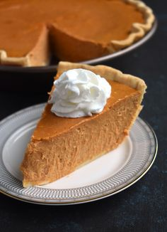 Greek Yogurt Pumpkin Cheesecake is rich and creamy and full of pumpkin spice flavor! Made healthier with Greek yogurt, less sugar and whole-wheat flour! Sugar Cookie Cheesecake, No Bake Pumpkin Cheesecake, No Bake Pumpkin Pie, Baked Pumpkin, Pumpkin Dessert, Pumpkin Spice, Pumpkin Yogurt, Cheese Pumpkin, 500 Calories