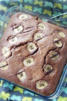 Une bonne recette de week end, comme qui dirait ! Pour un bon gouter en famille, ou une petit pause en solo ^^ La recette est simple. Base de gâteau au yaourt et petite customisation gourmande avec le nutella et la banane …. Moelleux et goût assuré ! Ingrédients : – 3 pots de farine, – 2 pots de sucre, – 1/2 pot d'huile, – 1/2 sachet de levure chimique, – 3 oeufs, – 2 grosses cuillères à soupe de nutella, – 1 banane. Préchauffer le four à 170°C. Dans un récipient, mélanger tous les ...