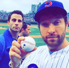 Brett Eldredge and his brother at cubs game
