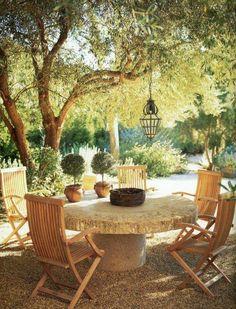 Outdoor Seating Arrangement | Designer: John Saladino