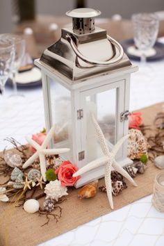 Décoration de table sur le thème de la mer : lanterne embellie