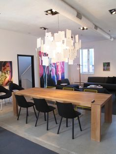 Zettle'z 5 light by #IngoMaurer and London table in solid oak and Houdini chairs by #E15.