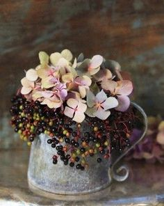 for bespoke wedding planning and design. - With the arrival of rains and falling temperatures autumn is a perfect opportunity to make new plantations Fall Flowers, Fresh Flowers, Dried Flowers, Beautiful Flowers, Wedding Flowers, Wedding Bouquets, Wedding Dresses, Ikebana, Deco Floral