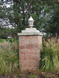 love the stair step tops of entrance column Brick Driveway, Driveway Entrance, Entrance Sign, Circular Driveway, Brick Fence, Front Gates, Entrance Gates, Front Entry, Front Doors