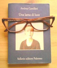 """""""Una lama di luce"""", di Andrea Camilleri (Sellerio editore Palermo)"""