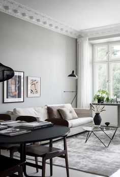 I can't get over the wall colors in this home. The pale pink bedroom walls come peeking through the light grey living room. Pale Pink Bedrooms, Pink Bedroom Walls, Classic Living Room, Living Room Grey, Home And Living, Interior Design Minimalist, Home Interior Design, Piece A Vivre, Design Blog