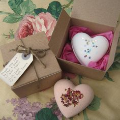 Handmade Heart Bath Bomb , valentines day or mothers day. Not sur witch yet. Bath Bomb Packaging, Soap Packaging, Soap Recipe, Bath Boms, Bath Sign, Soap Wedding Favors, Small Gift Boxes, Handmade Soaps, Diy Gifts