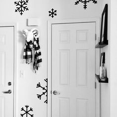 See this Instagram photo by @vee.zel • DIY | Washi tape | Christmas DIY | Christmas decor | Holiday decorating | Winter decoration | Snowflakes | Christmas crafts | Black and white |  Entry way decor | Entry styling | Faux taxidermy | Scandinavian inspiration | Nordic inspired