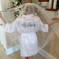 This luxurious robe is perfect for the bridal party to wear while getting ready. 32 colors to choose from to match your wedding scheme perfectly. This is a blank satin robe (no embroidery) – embroider