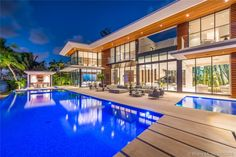 Magnificent Modern Miami Mansion With Ocean Panorama Bel Air Mansion, Beach Mansion, Modern Glass House, Modern Miami, Miami Houses, Modern Mansion, Expensive Houses, Mansions Homes, Coral Gables