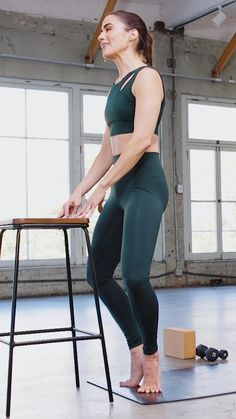 These 20-minute barre videos are a fun and challenging at-home workout! Sweat it out with high-rep, low-impact exercises, and feel the burn all week long. Aerobics Workout, Barre Workout, Gym Workouts, At Home Workouts, Fitness Workout For Women, Yoga Fitness, Fitness Tips, Health Fitness, Low Impact Workout