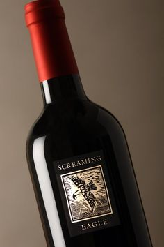 The most expensive red wine - Screaming Eagle Cabernet Sauvignon 1992 - is considered the Grand Royale of all the wines. Most Expensive, Screaming Eagle Cabernet Sauvignon, Wine Drinks, Alcoholic Drinks, Types Of Red Wine, Sherry Wine, Best Red Wine, Paraty, Wine
