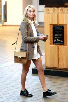 Margot Robbie: Maxi Shirt + Blazer + Lace Up Shoes