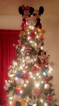 Mickey and Minnie Christmas tree Disney Christmas tree Mickey Mouse Christmas Tree, Diy Christmas Lights, Christmas Decorations For The Home, Xmas Tree, Christmas Fun, Disney Christmas Ornaments, Country Christmas, Vintage Christmas, Casa Disney