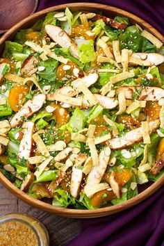 A copycat recipe for Panera's Asian Sesame Chicken Salad.This salad is made with romaine, wonton strips, almonds, chicken, and an asian sesame vinaigrette. Sesame Chicken Salad Recipe, Chicken Salad Recipes, Salad Chicken, Grilled Chicken, Green Veggies, Fruits And Veggies, Asian Vegetables, Comidas Light, Wonton Strips