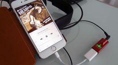 Nicht größer als ein herkömmlicher USB-Speicherstick liefert der neue Audioquest DragonFly Red als USB DAC, Preamp und Kopfhörer-Verstärker famosen Klang für Notebooks, Smartphones und Tablets.