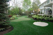 <3 backyard putting green