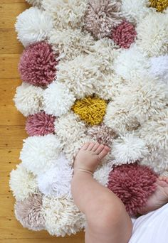white and pink and yellow pom pom rug with baby legs on it Shag Rug, Baden, Rugs, Home Decor, Apartments, Bedroom, Bathrooms, Decorating, Dekoration