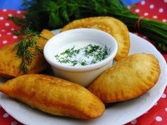 Czebureki -instrukcja Healthy Dishes, Healthy Recipes, Food Tags, Simply Recipes, Polish Recipes, Superfood, My Favorite Food, Food To Make, Easy Meals