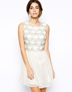 Chi+Chi+London+Lace+Scallop+Detail+Prom+Dress