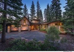 A compact mountain modern home surrounded by woods in Martis Camp Mountain Modern, Mountain Homes, Mountain View, Home Water Filtration, Contemporary Cabin, Traditional Style Homes, Urban Farmhouse, Rustic Farmhouse, Modern Mansion