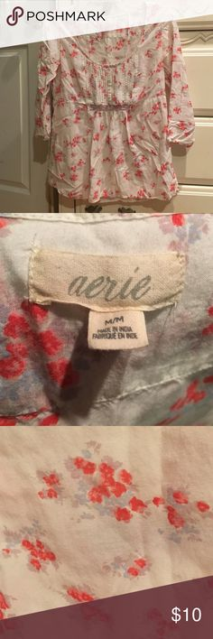 3/4 sleeve aerie top 3/4 sleeve aerie top -Excellent condition  -Women's m --------------------------------------- -Will Negotiate  -If you have any questions just ask me aerie Tops Blouses