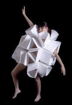 Geomorfos by Mauricio Velasquez Posada – gallery  Pret a Porter Origami Fashion titled Geomorfos by artist Mauricio Velasquez Posada looks rather compelling