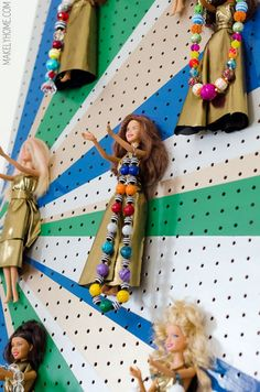 A slightly less disturbing idea using Barbie: a DIY jewelry holder from Makely - vma. Diy Jewelry Holder, Diy Jewelry Making, Necklace Holder, Little Girl Bedrooms, Little Girls, Old Toys, Making Ideas, Barbie Dolls, Organizers