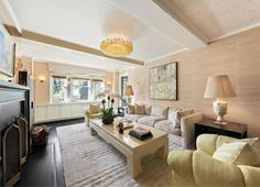 Cameron Diaz's Kelly Wearstler-designed house is for sale: Every room of this jewel-box of an apartment, designed by Kelly Wearstler, enjoys streaming natural light and views over leafy Greenwich Village. House Design, Colorful Apartment, Celebrity Houses, Architectural Digest, West Village Apartment, Apartments For Sale, Home, Manhattan Apartment, New York Apartment