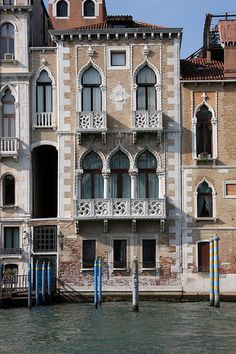 Houses in Venice, Italy are noted for their elegant facades facing the water. Venice Travel, Italy Travel, Wonderful Places, Beautiful Places, Places In Italy, Italy Tours, Northern Italy, Beautiful Buildings, Architecture Details
