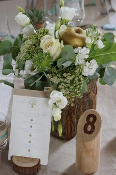 Eden Garden Wedding – Mariage Jardin d'Eden – Rustique chic – Menthe et Dor… Wedding Table Centres, Wedding Table Centerpieces, Wedding Table Numbers, Wedding Menu, Wedding Reception Decorations, Garden Wedding, Wedding Ceremony, Wedding Rustic, Decor Wedding