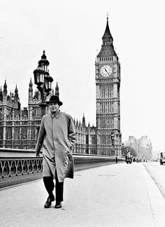 1951: Glenn Ford sightseeing London while crossing the Westminster Bridge.