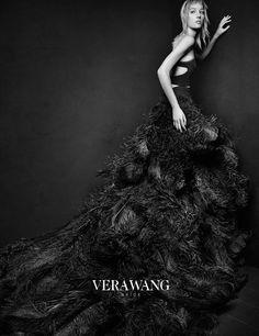 Vera Wang lança vestidos negros para noivas