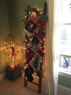 Christmas DIY Decorations Easy and Cheap - Holiday Ladders christmas decorations for home Creative Christmas DIY Decorations Easy and Cheap – Holiday Ladders Country Christmas, Simple Christmas, All Things Christmas, Christmas Holidays, Christmas Wreaths, Christmas Crafts, Ladder Christmas Tree, Christmas Ideas, Diy Christmas Stockings