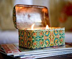 Reaproveitar latas de metal para criar velas diferenciadas é ótima opção de artesanato sustentável .