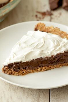 Healthy dessert! This isn't your average chocolate cream pie. The filling is made with Greek yogurt for extra creaminess & some protein. The cocoa flavor is SO rich, the whipped topping is all-natural & the cinnamon-spiked crust is to die for... 1/8th of pie: 181 calories   8.5g fat   5g protein   MUST-PIN!