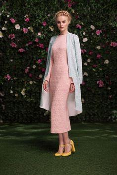Платье «Эльза — 23 990 рублей, Тренч — 21 990 рублей